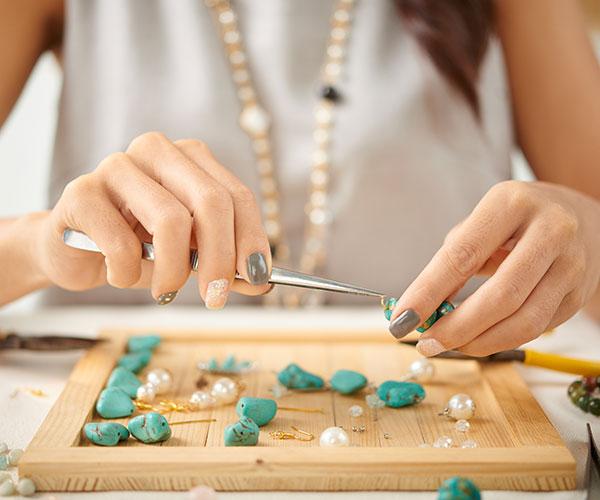 Créer ses propres bijoux en pierres