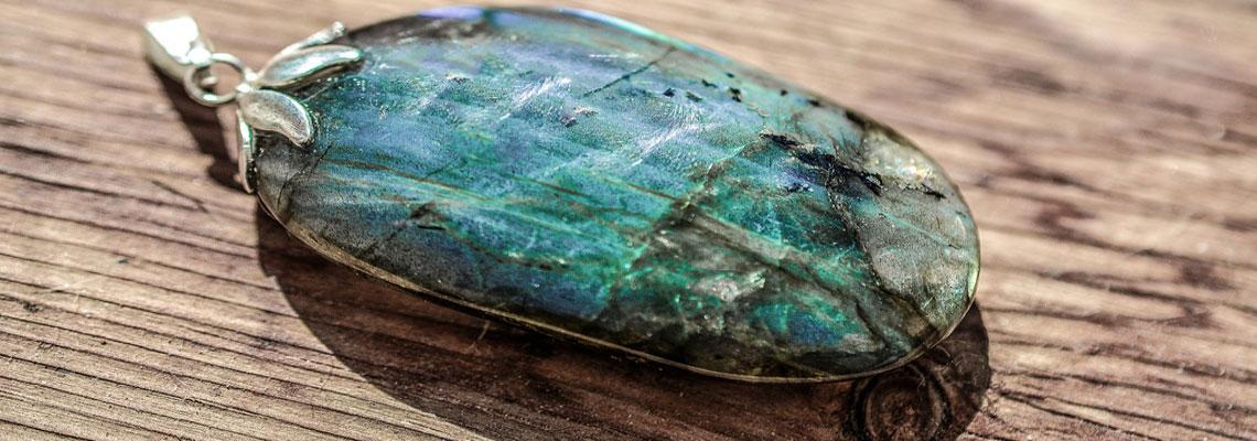 porter les bijoux en pierres naturelles
